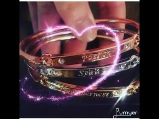 набор из трех изящных браслетов белого, розового и золотого цветов с надписями «Единство» (Togetherness), «Дух» (Spirit),