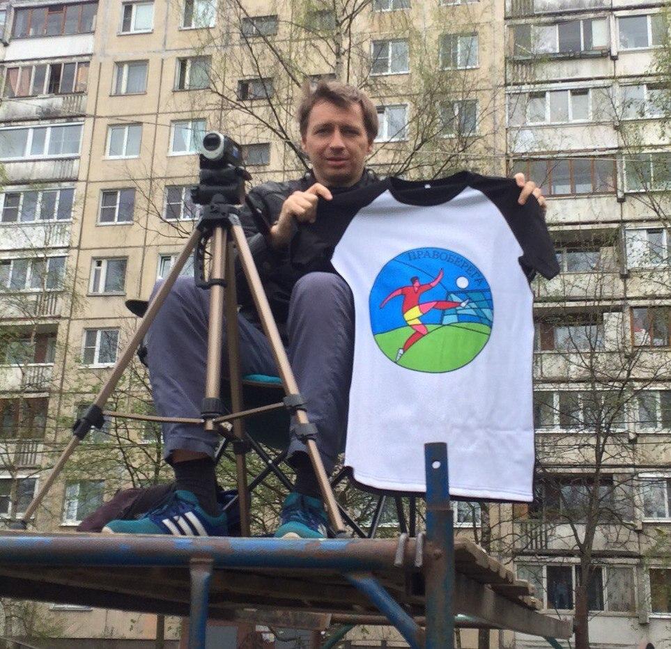 Юрий Топчиенко с футболкой - подарком от Perfectee Sport.