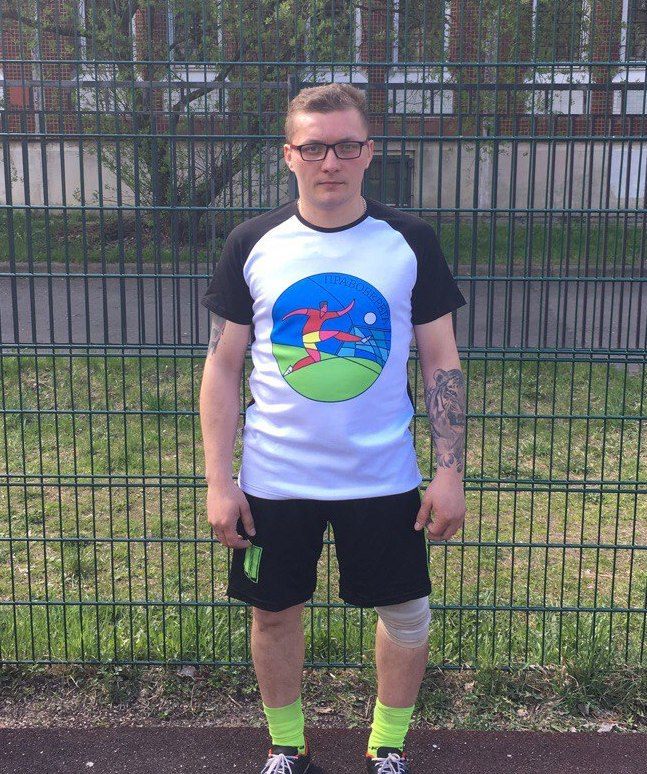Константин Федоров с футболкой - подарком от Perfectee Sport.