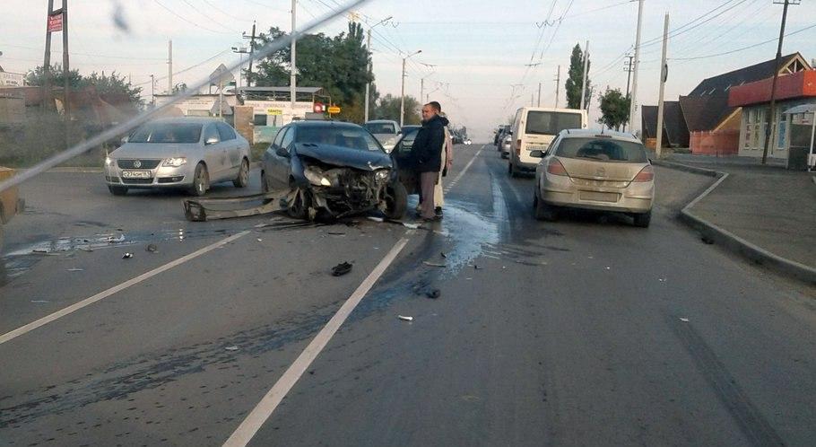 В Таганроге на Николаевском шоссе дорогу не поделили две иномарки