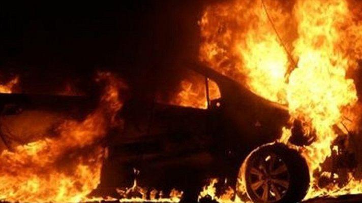 Ночью в Таганроге подожгли Kia Rio и Volkswagen Passat
