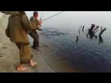 Вот эта рыбалка в Якутии! Каждый заброс - клёв