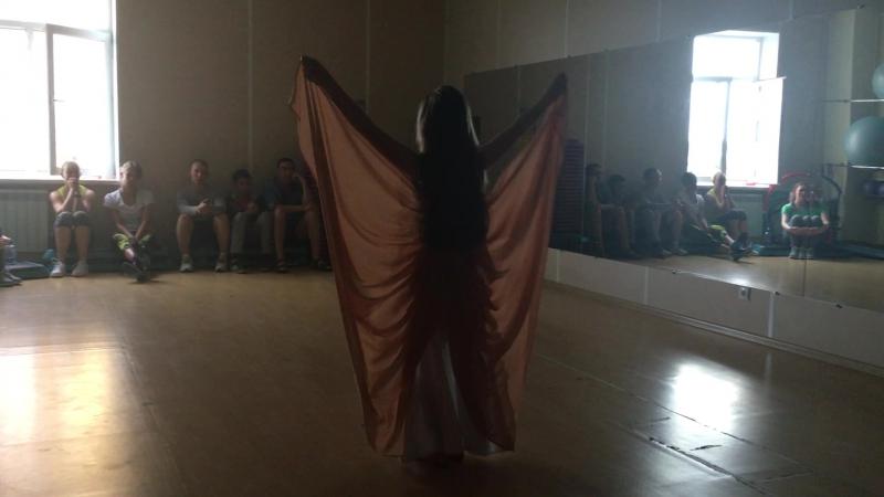 Показательные выступления. Восточный танец. Лиза Березина. Руководитель Марьяна Марина.