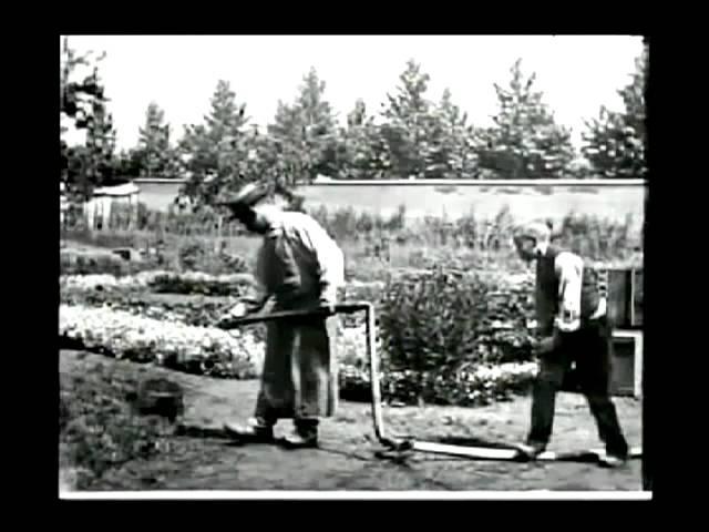 The Sprinkler Sprinkled (1895) - 1st Comedy Movie - LOUIS LUMIERE - L'Arroseur Arrose