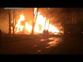 Очередной расселенный дом сгорел в Вологде. Пожар тушили больше трех часов
