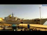 Мальта. Большой ржавый десантный корабль БРДК ВМС Италии SAN GIORGIO L 9892 вывели  из Валлетты два буксира. 08.02.2017.