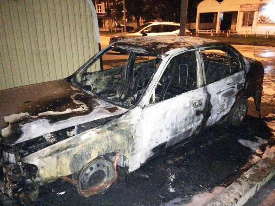 В Таганроге подожгли очередную легковушку