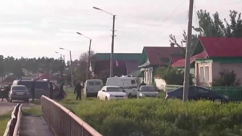 Эксклюзив! Предполагаемого убийцу 10-летнего мальчика из Каслей вернули на место убийства