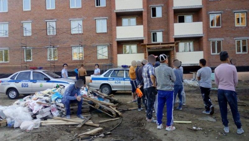 В Томской области были выявлен факт массового нарушения в сфере миграционного законодательства.