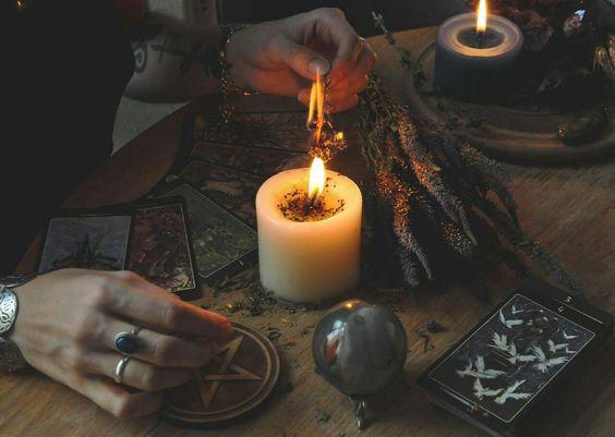 Приворот на свитые свечи Приворот на церковных