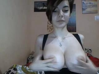seks-razdevanie-podrugi-na-kameru