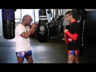 Muay Thai Training ★ How to Strike with Your Knees ★ Muay Thai Kickboxing MMA Techniques