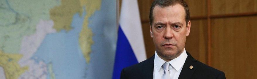 Медведев направил 11 млрд рублей на срочный ремонт дорог
