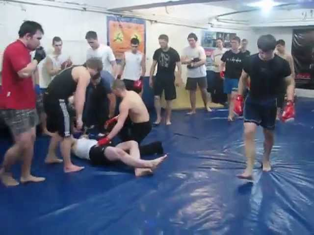 Кикбоксер против боксера, смотрите конец