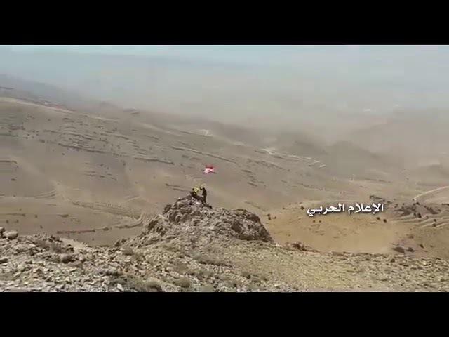 لحظة رفع العلمين السوري واللبناني وراية ا16