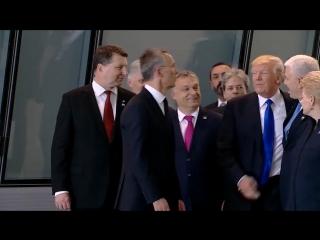 Дональд Трамп оттолкнул Премьер-министра Черногории на саммите...