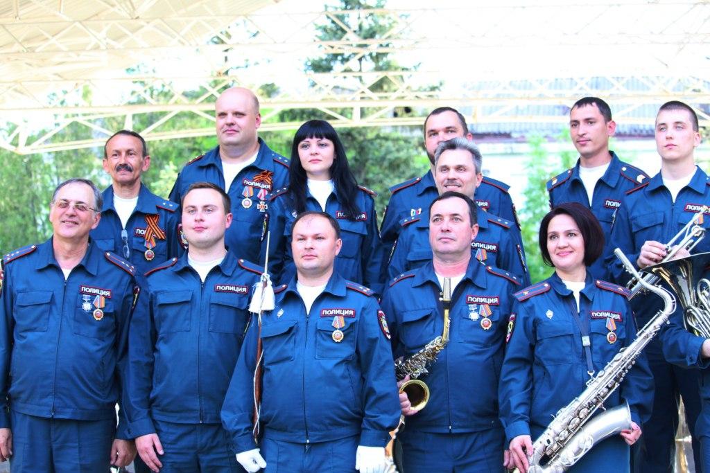 Духовой оркестр МВД ЛНР отметил свое 15-летие концертом под открытым небом