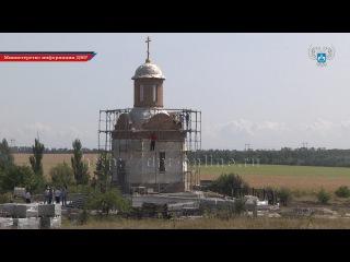 Министр строительства и ЖКХ ДНР проинспектировал ход строительства часовни на  ...