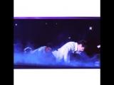 INTO K-POP vine yixing sound with earphones