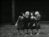 Марина Влади с сестрами поют