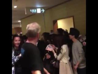 📹||  Steven, Alanna, Michael, hoje (27), na Holly Con em Tokyo.