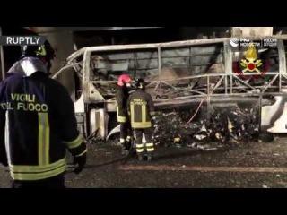 Кадры с места аварии с автобусом, перевозившим детей в Италии