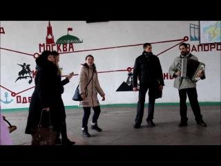 Репетиция песенного флешмоба в Марганце. Другой ракурс