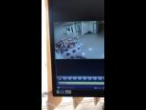 Школьники пиздят смартфоны в ТЦ Оникс