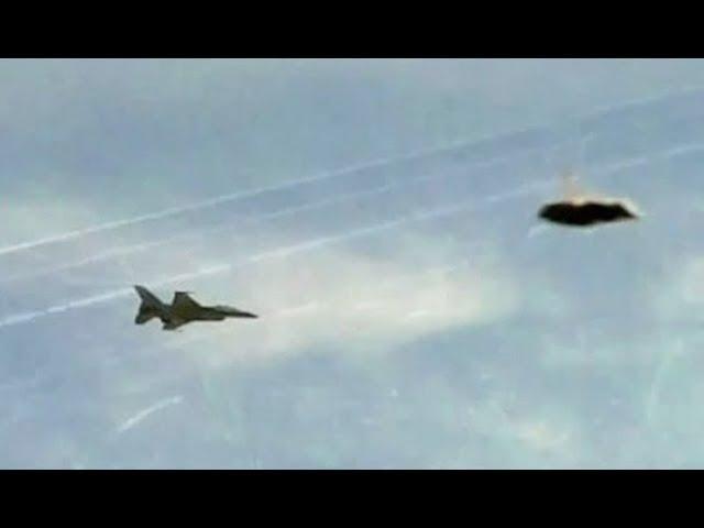 В сеть слили видео перехвата НЛО двумя истребителями F/A-18 Super Hornets