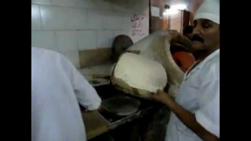 IRAN ,Esfahan 2011 ナン屋 Nan Taftoon (Taftoon bread)Bakery 1/2 نان تافتون