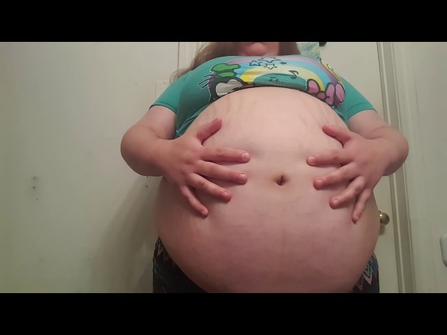 STUFFED SSBBW WITH TONS OF STRETCH MARKS