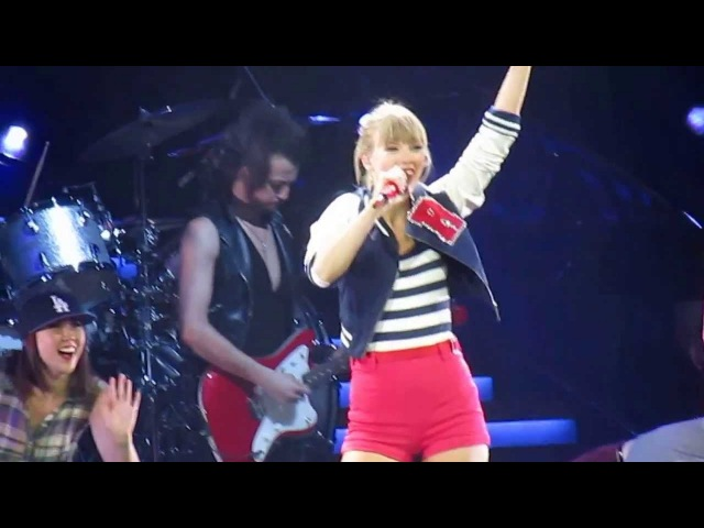 Taylor Swift - 22 (Live in Edmonton, AB on June 26, 2013)