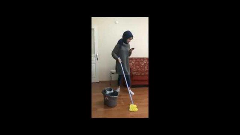 Telefonla oynarken temizlik yaparsan olacağı budur