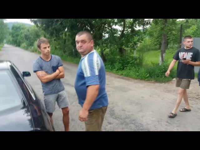 Пяний шофер краденого лісу, під поганялом папугай кеша
