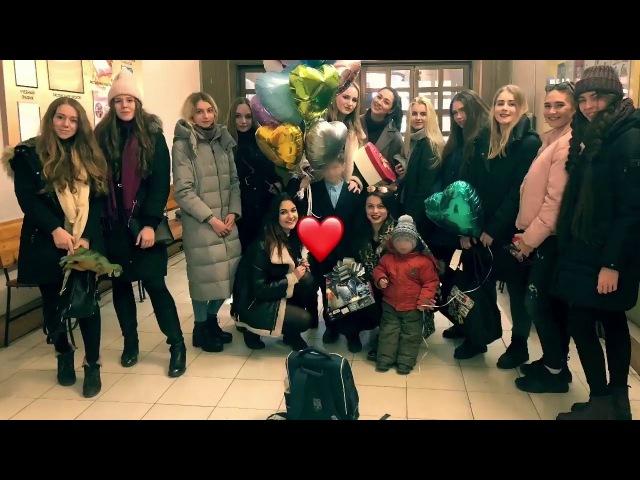 Школьника из Владивостока поздравили с Днём святого Валентина всем миром