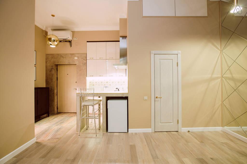 Интерьер гостевой квартиры-студии в Москве без точного метража.