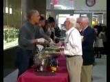 Obama y su familia se despiden de quienes les sirvieron por a