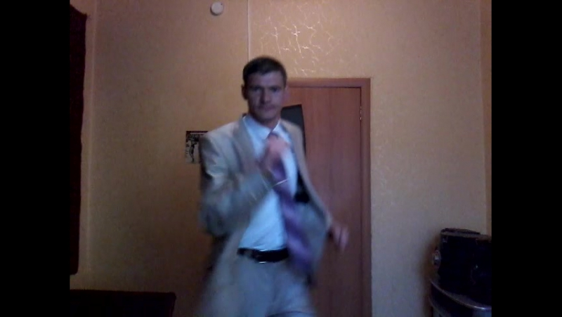Владимир Анатольевич с удовольствием танцует под музыку!Владимир просто красавчик!