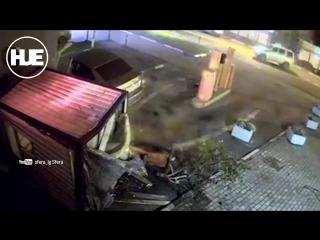 Машина в Пушкине снесла бытовку на большой скорости