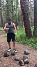 Дмитрий Кудряшов бросает камни