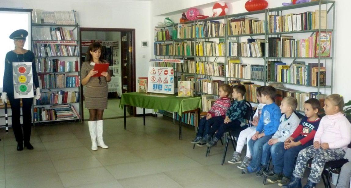 Дошколята станицы Зеленчукской побывали «В гостях у светофорика»