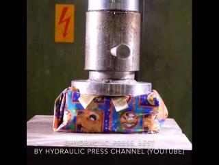 Гидравлический пресс VS Новогодний подарок