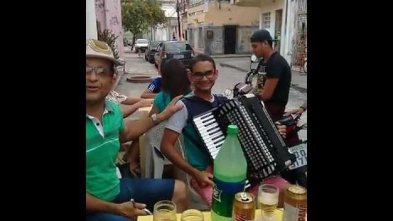 Marquinhos do forró cantando o forró da Iracema mestre zinho