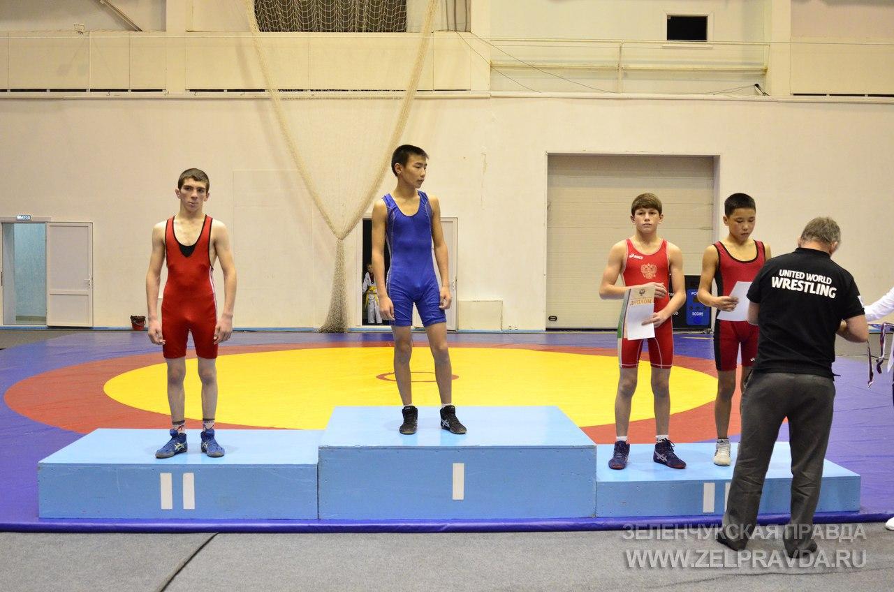 Спортсмен из Зеленчукского района серебрянный призер первенства России по вольной борьбе