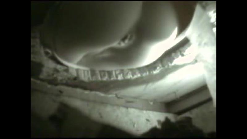 v-derevenskom-tualete-skritaya-kamera-onlayn
