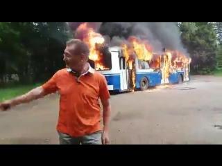 Троллейбус горит, да и хуй с ним...