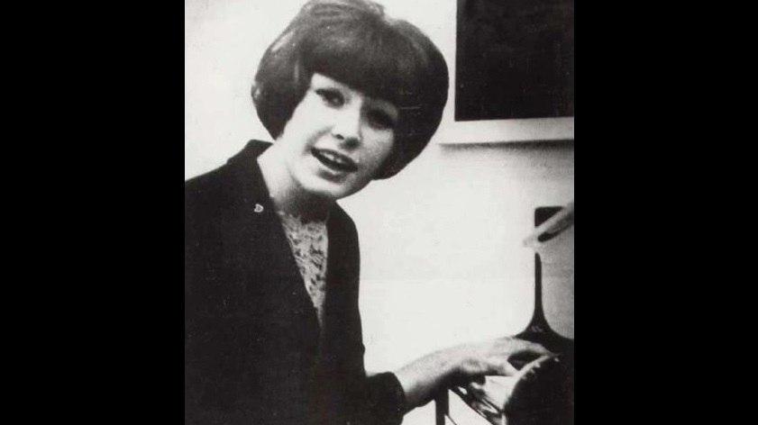 """16-летняя Пугачева поет песню """"Робот"""" (1965 год)"""