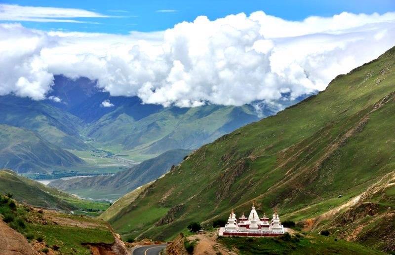 В Тибете обнаружили тысячелетние наскальные рисунки с буддистскими фигурами