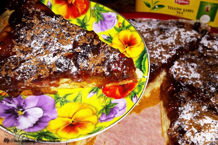 Яблочный пирог в карамельно-шоколадной глазури