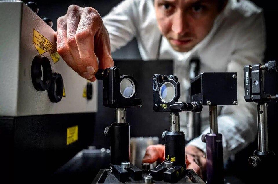 Самая быстрая в мире камера снимает со скоростью 5 трлн кадров в секунду  В Швеции придумали, как снимать видео со скоростью до 5 триллионов кадров в секунду.